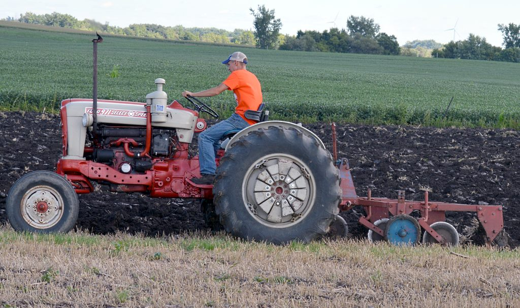 ford super major tractor with Out Playing In The Dirt on Watch additionally 4873 besides Stuurbekrachtigingsset Danfos Type Detail furthermore Watch as well Fordson Power Major And Conversions.